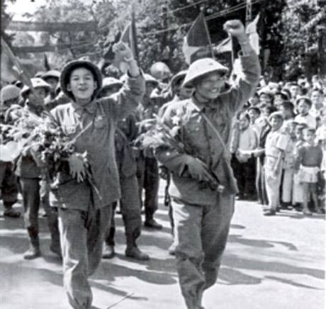 62 nam Giai phong Thu do: Nhung hinh anh khong the nao quen - Anh 10