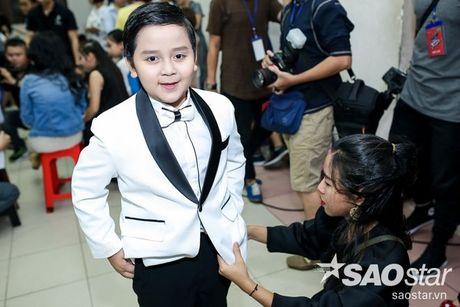 Chi Pu nhi nhanh, tao dang dang yeu ben Ngo Kien Huy trong hau truong The Voice Kids - Anh 13