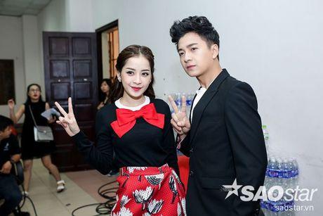 Chi Pu nhi nhanh, tao dang dang yeu ben Ngo Kien Huy trong hau truong The Voice Kids - Anh 1