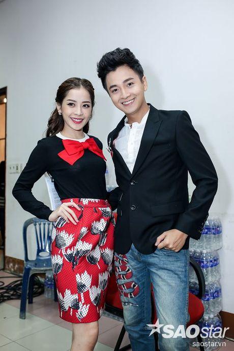 Chi Pu nhi nhanh, tao dang dang yeu ben Ngo Kien Huy trong hau truong The Voice Kids - Anh 2