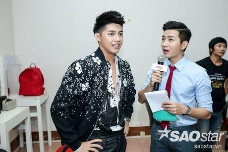Chi Pu nhi nhanh, tao dang dang yeu ben Ngo Kien Huy trong hau truong The Voice Kids - Anh 7