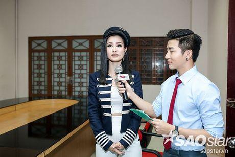 Chi Pu nhi nhanh, tao dang dang yeu ben Ngo Kien Huy trong hau truong The Voice Kids - Anh 8