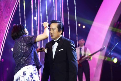Elvis Phuong tiet lo chuyen vo 'dang' ly nuoc, to bun tan tay - Anh 1