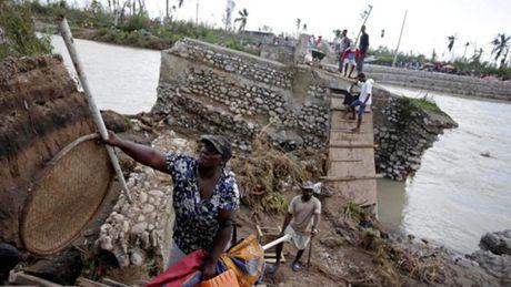Gan 1.000 nguoi thiet mang o Haiti vi bao Matthew - Anh 4