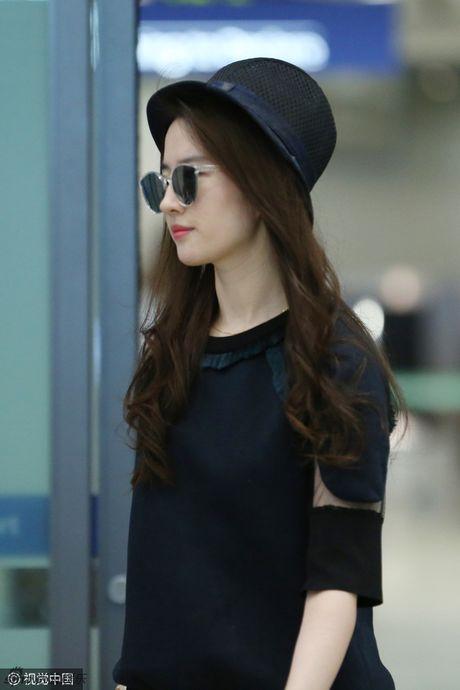 Luu Diec Phi mot minh bay den Han Quoc gap Song Seung Hun - Anh 1