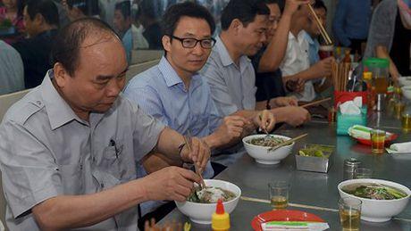 'Thu tuong an pho, khen ca phe 8.000 dong rat ngon...' - Anh 1