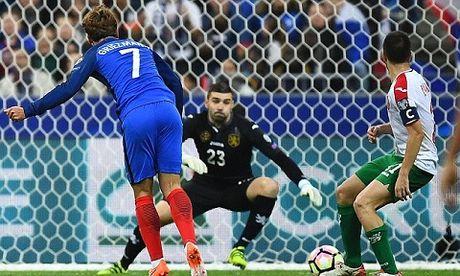 Phap 4-1 Bulgaria: Gameiro lap cu dup, Griezmann duoc 'bieu khong' ban thang - Anh 2
