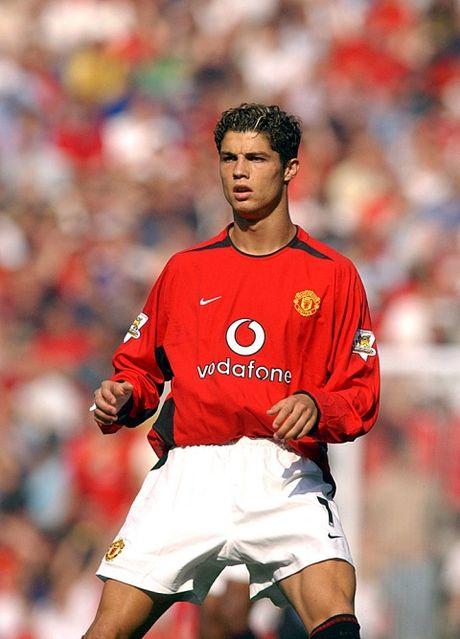 TIET LO: Ronaldo tung bi danh dap o Man United - Anh 1