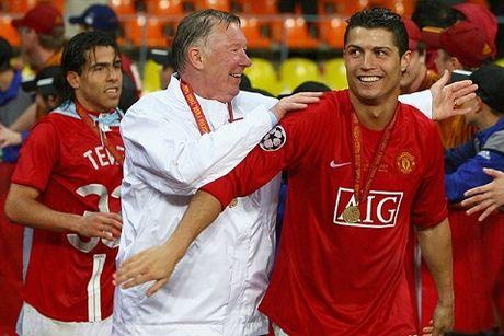 TIET LO: Ronaldo tung bi danh dap o Man United - Anh 2