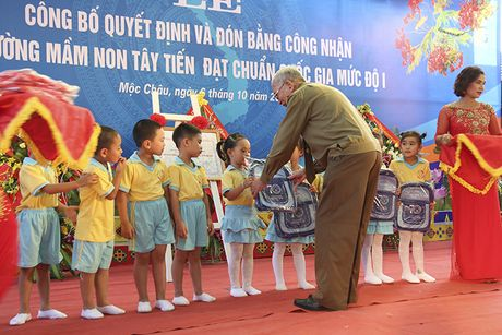 Mot buoi le dac biet o ngoi truong mam non mang ten Tay Tien - Anh 15