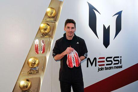 Messi tranh thu ra mat giay 'doc' trong thoi gian duong thuong - Anh 8