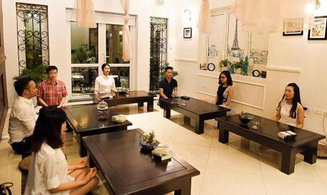 Thu do 'sang chanh' giong HH Ngoc Han trong quan cafe thien - Anh 3