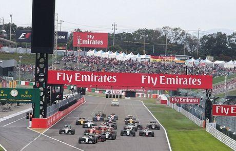 Sai lam luc xuat phat, Hamilton guong cuoi ngay Mercedes vo dich truoc bon chang dua - Anh 2