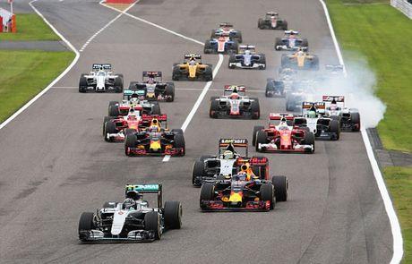 Sai lam luc xuat phat, Hamilton guong cuoi ngay Mercedes vo dich truoc bon chang dua - Anh 3