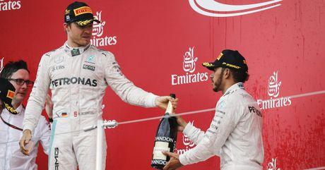 Sai lam luc xuat phat, Hamilton guong cuoi ngay Mercedes vo dich truoc bon chang dua - Anh 6