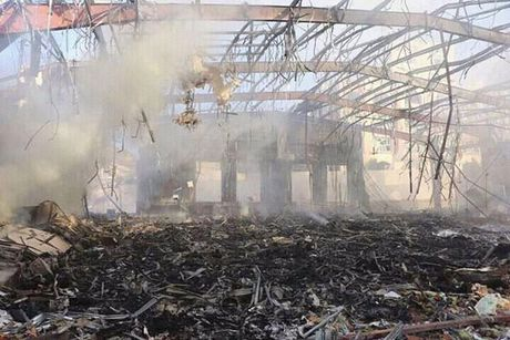 140 nguoi chet, 525 nguoi bi thuong trong cuoc khong kich vao nha tang le o Yemen - Anh 3