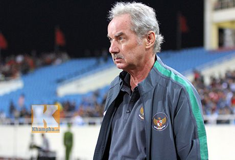 Alfred Riedl khen DTVN manh hon Indonesia va Malaysia - Anh 1