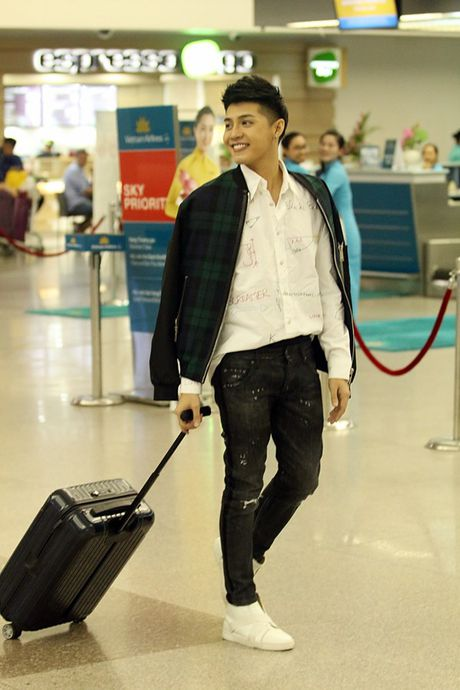 Vua xong 'Giong hat Viet nhi', Noo Phuoc Thinh tat bat ra san bay di Busan - Anh 11