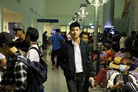 Vua xong 'Giong hat Viet nhi', Noo Phuoc Thinh tat bat ra san bay di Busan - Anh 3