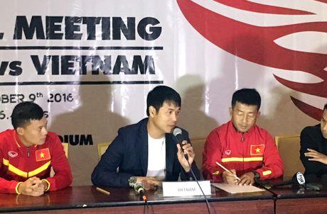 HLV Huu Thang: 'Tran dau tai ngo thay Riedl se rat vui va thu vi' - Anh 1