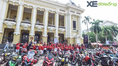 Dan xe Ducati do ruc duong pho Ha Noi mung sinh nhat D.O.C - Anh 1