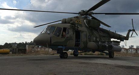 Truc thang Mi-8 cua Nga bi ten lua cua IS ban o Syria - Anh 1