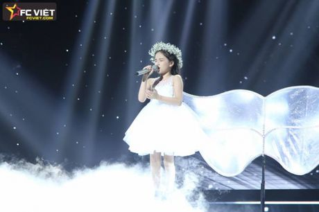 Liveshow 4 'The Voice Kids': Chiara, Bang Giang 'nam tay' nhau ra ve trong tiec nuoi - Anh 11