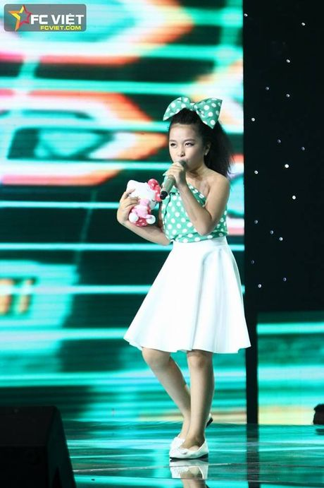 Liveshow 4 'The Voice Kids': Chiara, Bang Giang 'nam tay' nhau ra ve trong tiec nuoi - Anh 16