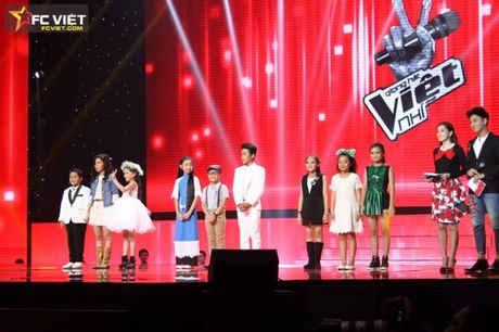 Liveshow 4 'The Voice Kids': Chiara, Bang Giang 'nam tay' nhau ra ve trong tiec nuoi - Anh 1
