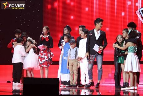 Liveshow 4 'The Voice Kids': Chiara, Bang Giang 'nam tay' nhau ra ve trong tiec nuoi - Anh 21