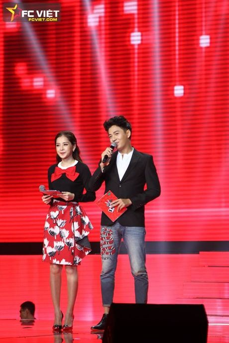 Liveshow 4 'The Voice Kids': Chiara, Bang Giang 'nam tay' nhau ra ve trong tiec nuoi - Anh 2