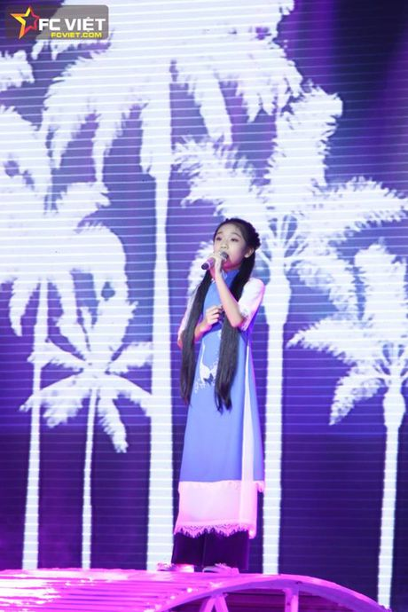 Liveshow 4 'The Voice Kids': Chiara, Bang Giang 'nam tay' nhau ra ve trong tiec nuoi - Anh 6