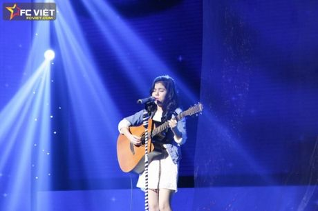 Liveshow 4 'The Voice Kids': Chiara, Bang Giang 'nam tay' nhau ra ve trong tiec nuoi - Anh 7