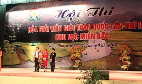 Chang trai nguoi Tay giu niem vui cho nhieu gia dinh, dong ho - Anh 1
