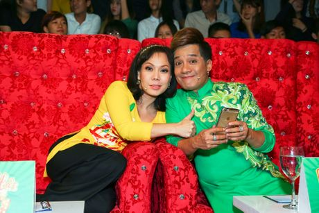 Minh Nhi tiet lo chuyen hoc hanh cua Viet Huong o truong san khau - Anh 1