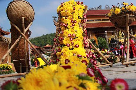 Van nguoi tray hoi hoa cuc chua Ba Vang - Anh 8