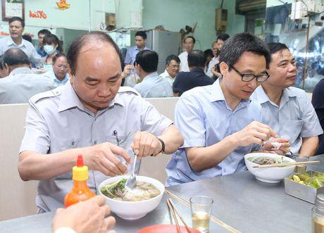 Thu tuong 'vi hanh', an pho binh dan, uong ca phe da Sai Gon - Anh 1