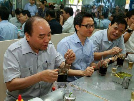 Thu tuong 'vi hanh', an pho binh dan, uong ca phe da Sai Gon - Anh 2