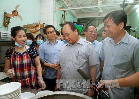 Thu tuong 'vi hanh', an pho binh dan, uong ca phe da Sai Gon - Anh 3