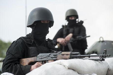 Gia tang cac vu na phao hang nang tai gioi tuyen mien Dong Ukraine - Anh 1