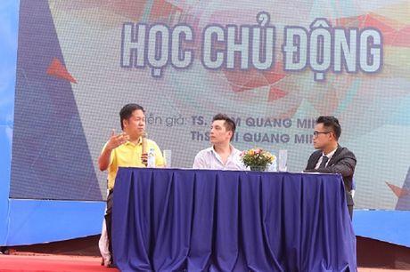 Hang tram tan sinh vien cung thao luan ve hoc tap tich cuc va chu dong - Anh 2
