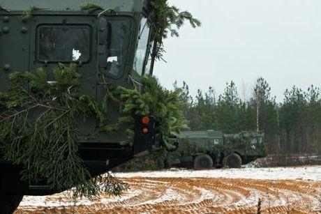 NATO 'bat luc' nhin Iskander-M den Kaliningrad - Anh 1
