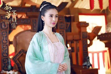 Bao dong viec lam dung dien vien dong the tren man anh Hoa - Anh 1