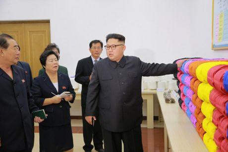 Kim Jong-un trong khac la trong lan xuat hien moi nhat - Anh 2