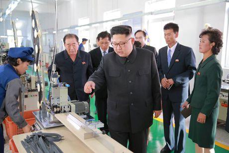 Kim Jong-un trong khac la trong lan xuat hien moi nhat - Anh 3