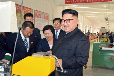 Kim Jong-un trong khac la trong lan xuat hien moi nhat - Anh 4