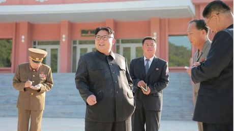 Kim Jong-un trong khac la trong lan xuat hien moi nhat - Anh 5