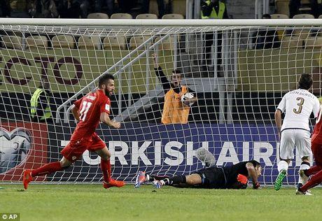 Macedonia 2-3 Italia: Cu dup than thanh cua Ciro Immobile - Anh 4