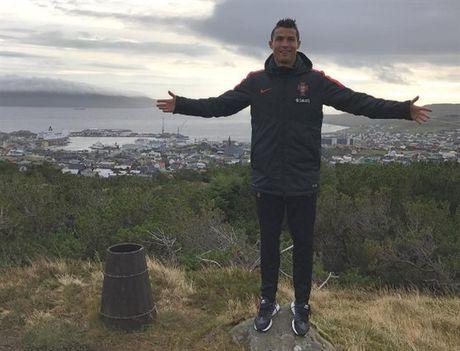 Ronaldo di bo thu gian, san sang ban ha Dao Faroe - Anh 1