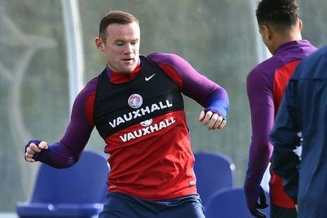 HLV Slovenia so Wayne Rooney ra mat - Anh 1